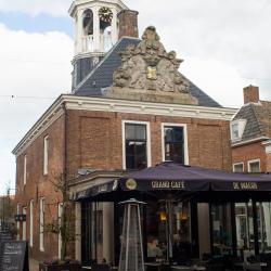 Eten, lunchen / dineren / koffie / high - thee/ Grand cafe De Weagh Dokkum.